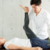太ももを伸ばして股関節を柔軟に。